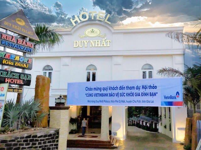 Khách sạn Duy Nhất Palace