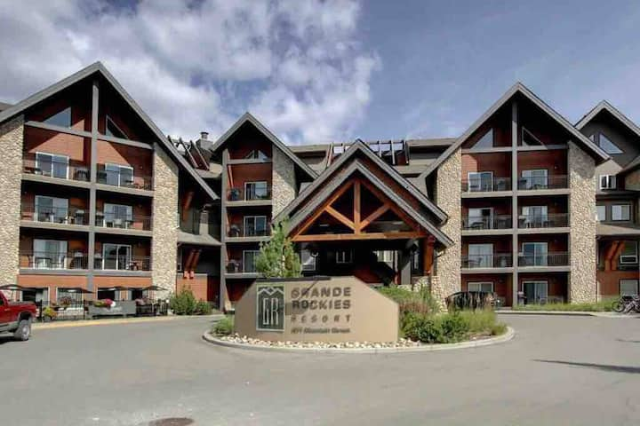 Luxury Grand  Rockies  2bed2bath  Canmore center