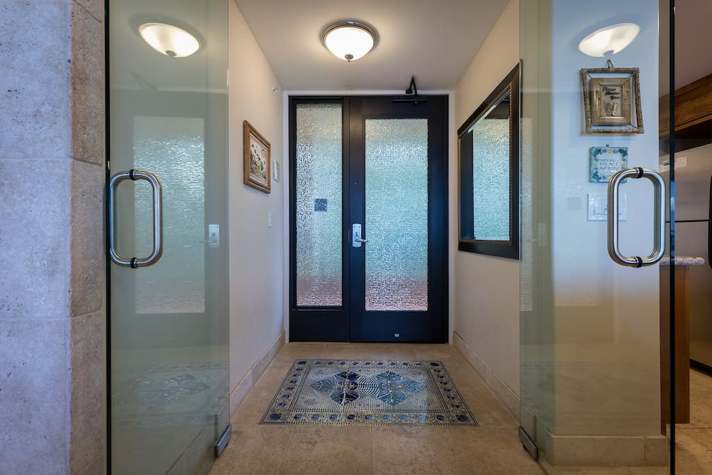 Entryway with doubledoors