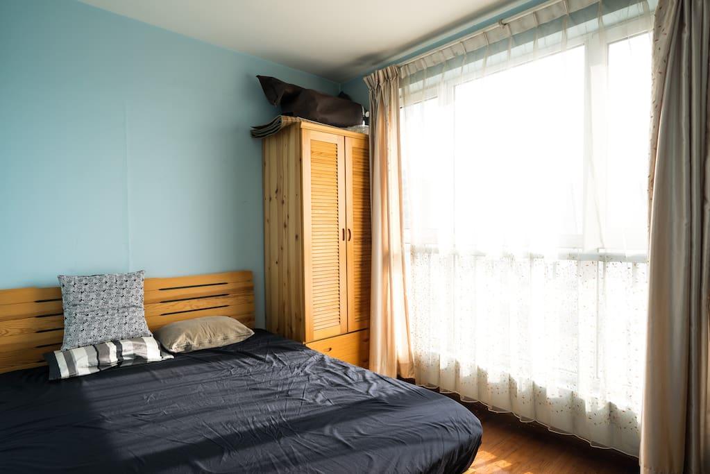 亮堂的房间。
