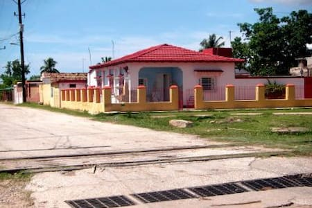 Hostal Cristina 1 (Casilda) - Casilda - Chambres d'hôtes