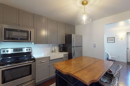 Cozy studio w/updated kitchen, walk to shopping & dining-near Okemo