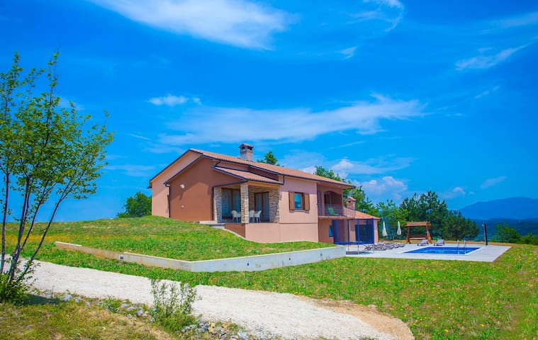 Villa Mirna, Skoki 6+2