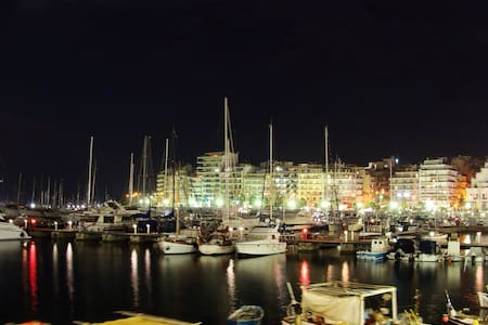 Piraeus City-Studio with Sea Views - Pireas