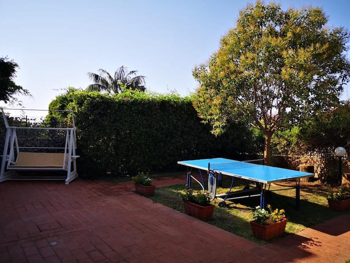 Villa su due piani con ampio giardino