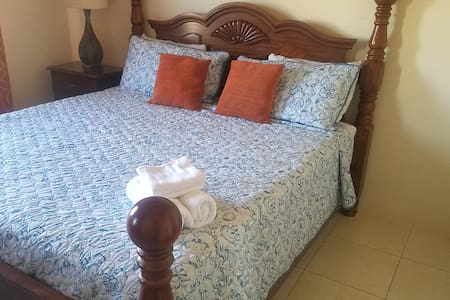 Tropical Vacae, Cozy 2 Bedroom Portmore Gated Comm