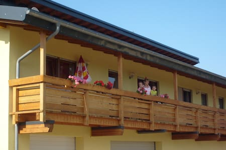Weingut & Winzerhof Spengler (Külsheim), Ferienwohnung 79 qm mit zwei Schlafzimmern und Balkon