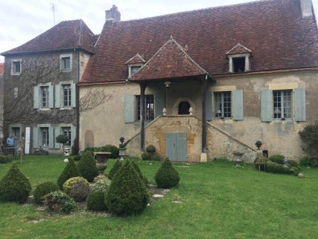 Belle maison de vigneron du 18 ème siècle