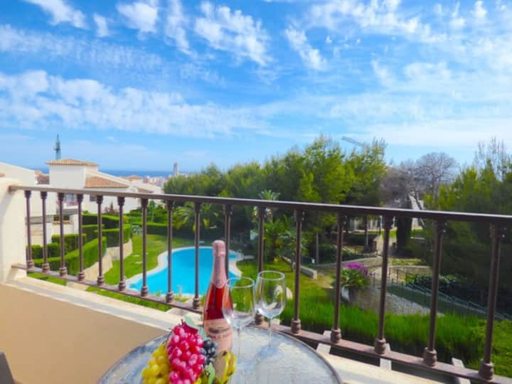 Townhouse with pool & views close to Benidorm