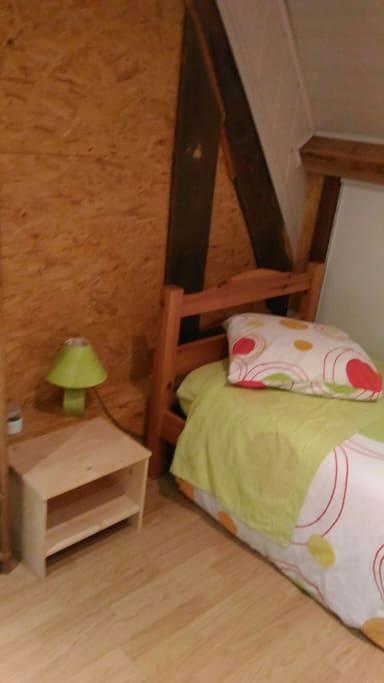 1 des couchages ,lit 90, 2eme chambre