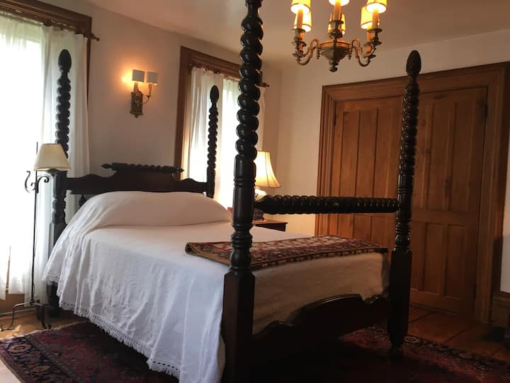 Horned Dorset Art Colony B&B Room 1, Leonardsville