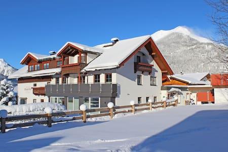 Appartementhotel Zugspitzhof - Ehrwald - House
