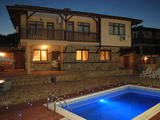 Villa Ecosse - Варна