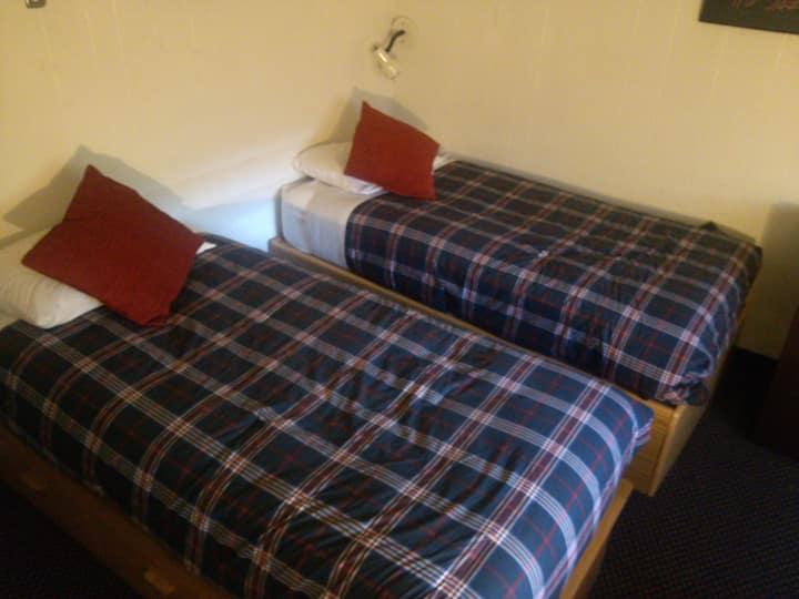 St Moritz - Private Hostel B / Shared Bathroom