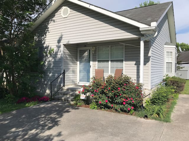 Relaxing Home in Heart of Pigeon Forge 2BR2BA