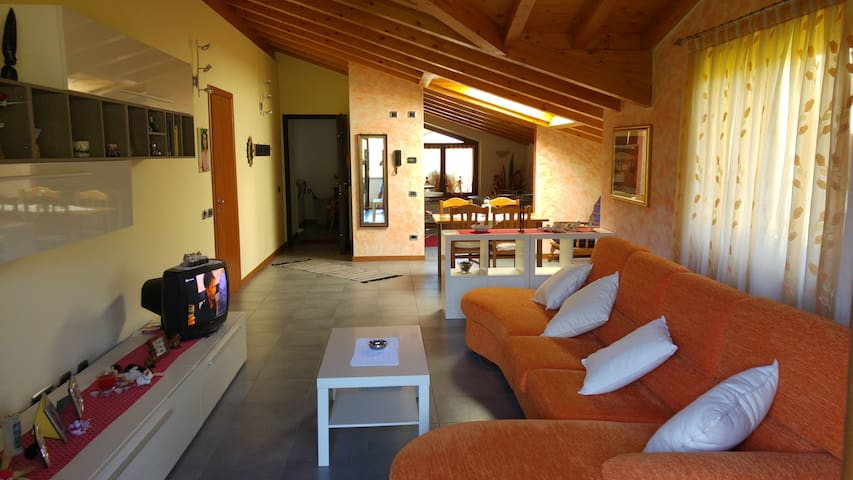 Amazing attic! Over 100m2 of charme - San Giovanni Bianco - Appartement