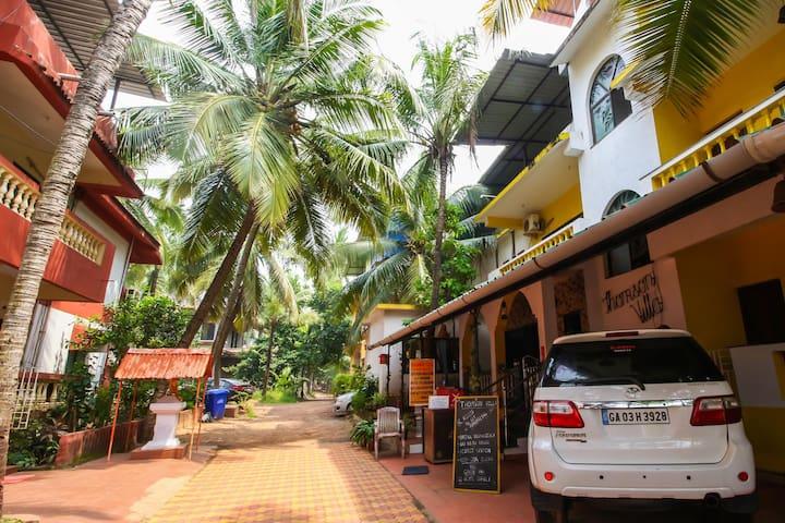 OYO - Candolim Beach - Just 2km | Spacious 1BR Home