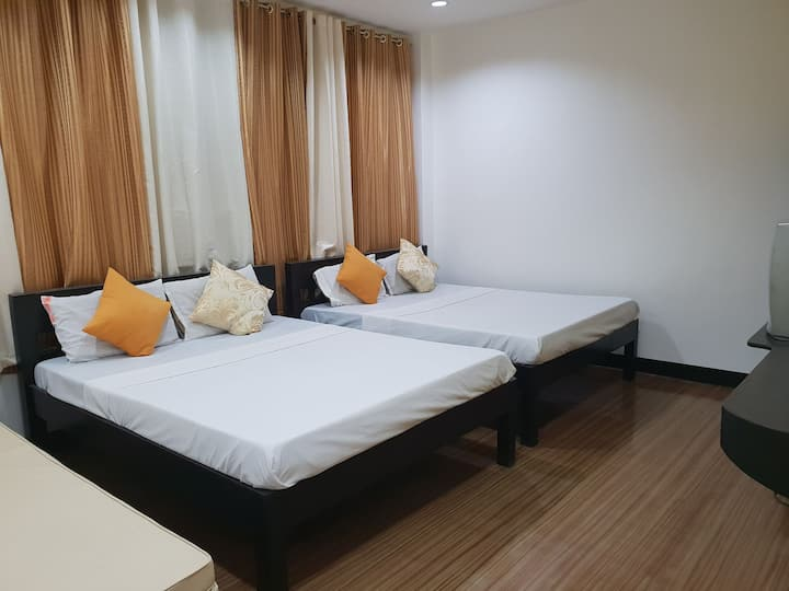 Maxim Inn - Superior Room (good for 4 pax)