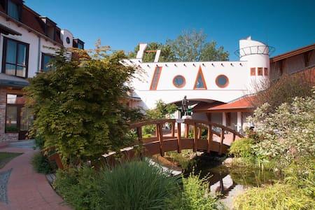 Aqua Hotel Kistelek wellness és nyugalom - Kistelek - ที่พักพร้อมอาหารเช้า