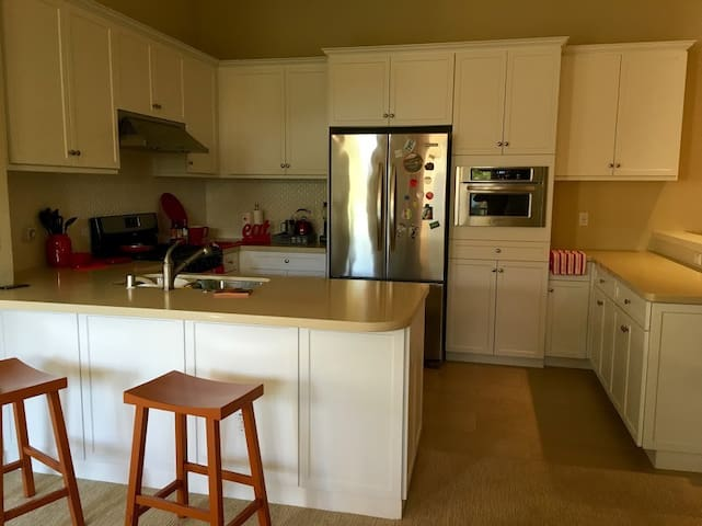 One bdrm townhouse with full amenities