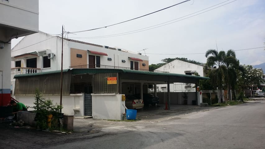 IPOH CITY FALIM 4PERSON Hotel Room HOMESTAY