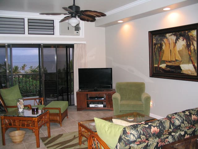 REMODELED WITH OCEAN VIEWS-5 MIN WALK TO BEACH - Lahaina - Villa