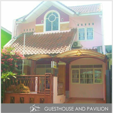 Stay 10 people in one house - Bogor - Huis