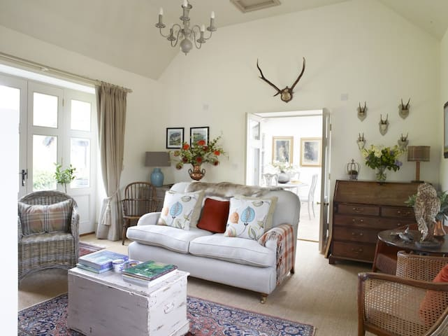 As featured in 25 Beautiful Homes - Cottage for 2 - Haconby - Ev