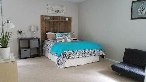 Woodland Acreage- One Bed Suite kitchen/tv room