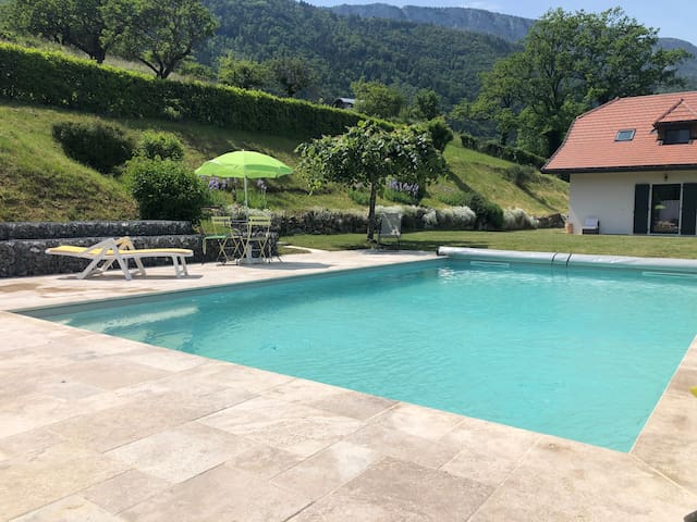 Spacieuse Villa, Piscine chauffée, calme,8 pers