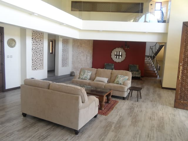 Hill top luxurious 5 bedroom villa - Mombasa - House