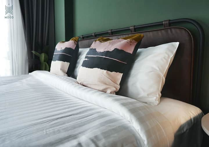 THE WOOD HOTEL (Standard King Bed)