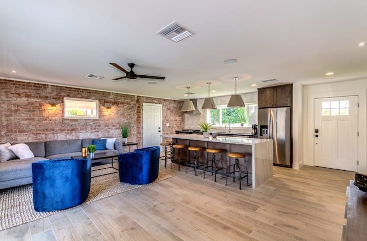 Explore Old Town Scottsdale - Newly Remodeled Home