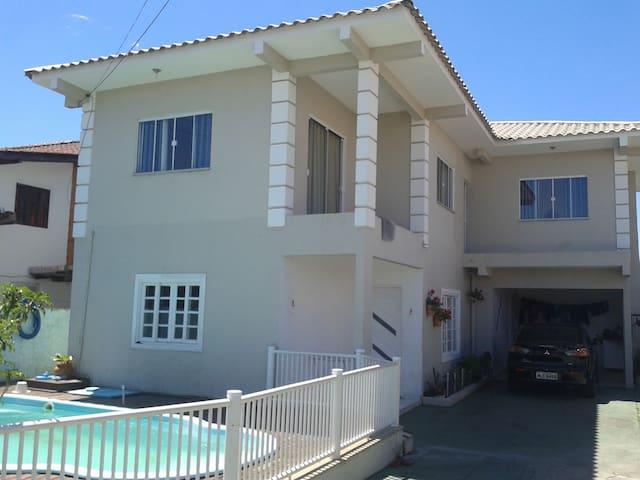 otima casa com piscina nos ingleses-sc - Florianópolis - House