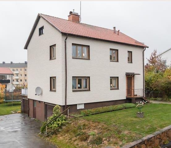 Ett rum och kök i Vimmerby nära ALV - Vimmerby