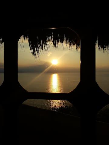 La ventana al Lago de Atitlán - GT - บ้าน