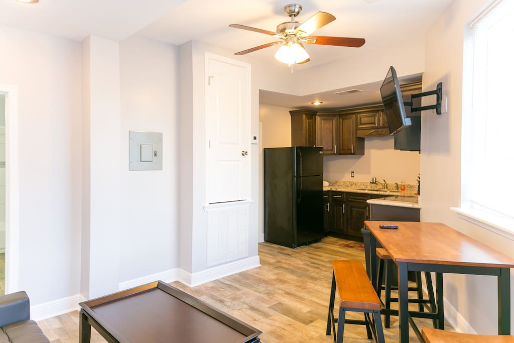 Very clean and updated condo, with easy access to the Street Car for traveling downtown. The neighborhood was safe and quiet; the perfect escape from the chaos of Bourbon Street. We did have one issue with pests, but after communicating with Hosteeva they were very accommodating and helpful (however we did have to be persistent) and made sure to address the issue. This property is an amazing price, and we were very pleased with our stay. - Spencer