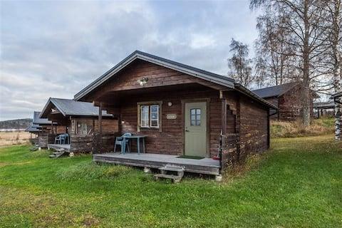 Lantligt boende 500 m från E4 i Jättendal. Stuga 1