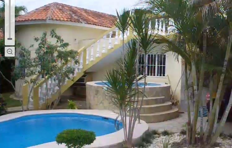 Kleine Villa, geschlossene private Anlage mit Pool - Sosúa - House