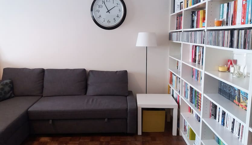 Bed, Books and Breakfast in Warsaw - Bemowo