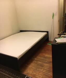Hayward room in  safe neighborhood - Casa