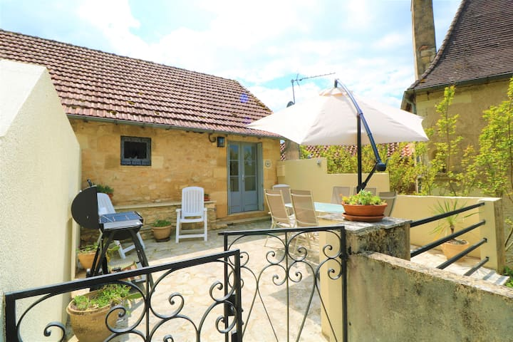 NEW***Entirely renovated stone cottage in Beynac