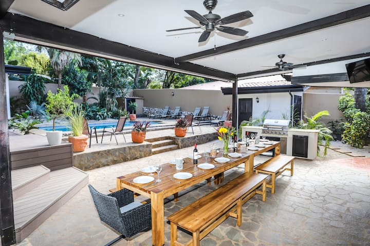 Casa Redonda one block from the beach, Costa Rica