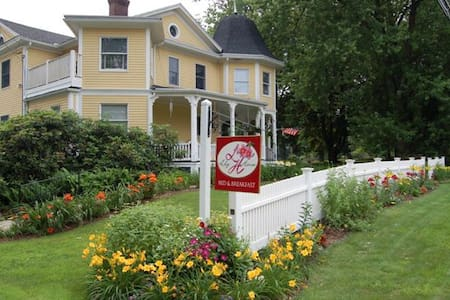 Lily House Bed and Breakfast - Suffield - Aamiaismajoitus