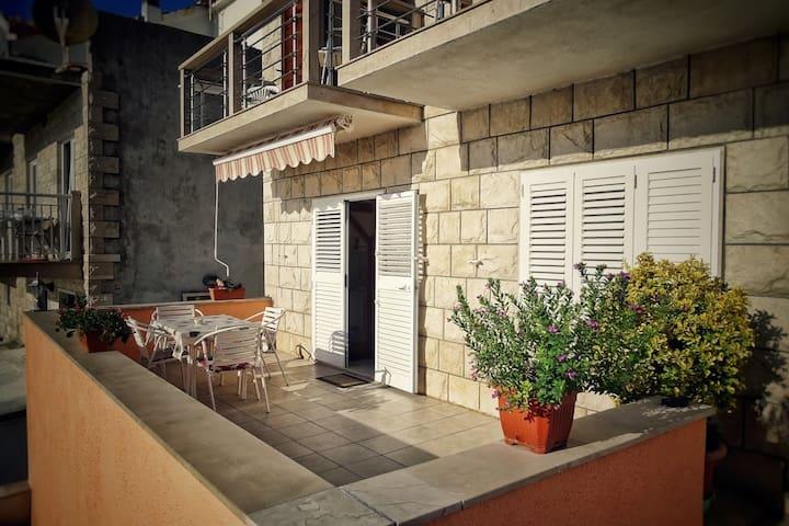 Apartments Villa TANJA-Povlja 1/2+2