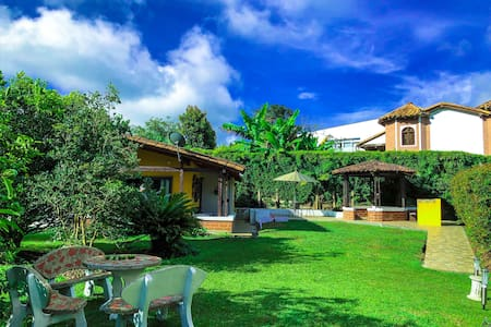 Hermosa Casa Finca llanogrande Cerca al Aeropuerto