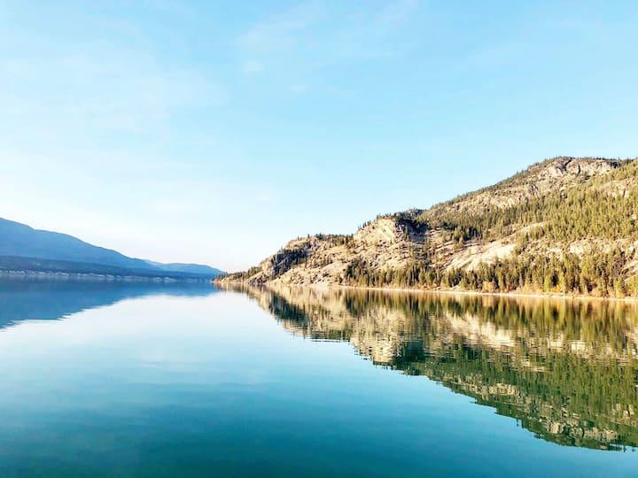 Luxury Lakeside Mountain Retreat