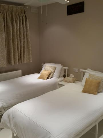 Twin Bedroom  2 single beds on the ground floor