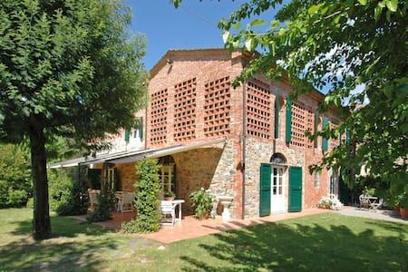 Villa Fontine, sleeps 12 guests in Orentano - Castelfranco di sotto - 別荘