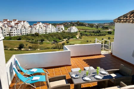 Luxury golf and penthouse apartment in Estepona